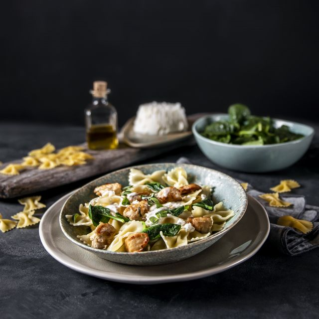 Farfalle with chicken and riccota