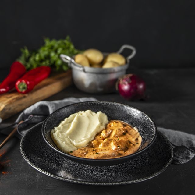 Chicken paprikash with mashed potatoes
